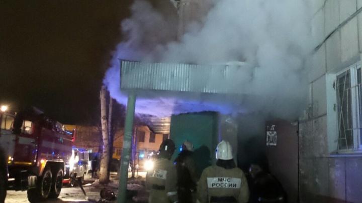 Жителей многоэтажки на Сортировке эвакуировали посреди ночи из-за пожара в мусоропроводе