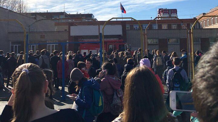 Из челябинской школы из-за пожара эвакуировались 700 человек