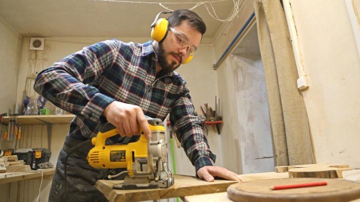 Когда IKEA надоела: студент из Уфы творит из дерева шедевры
