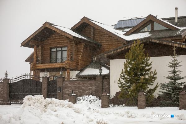 Стоимость аренды к концу года традиционно растет. Владельцы коттеджей уже накинули сверху привычной суммы 3–5 тысяч за сутки пользования домом или коттеджем
