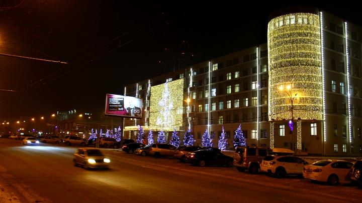 Областное правительство покрылось праздничными лампочками за 3 миллиона