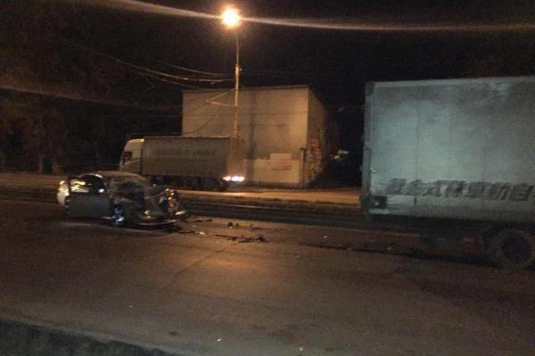 Поздно вечером на Петухова «Тойота» столкнулась с попутным «Ниссаном». В аварии пострадал один человек