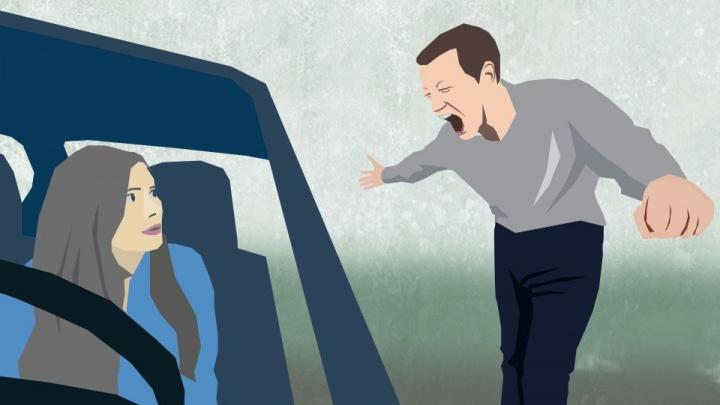 В Каменске-Уральском женщина засудила соседа за то, что он плюнул в ее машину