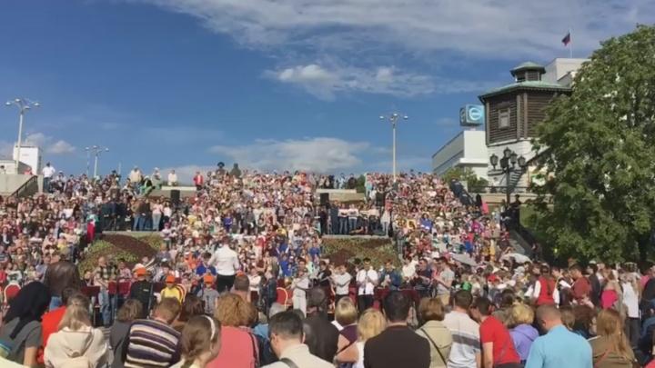 В Историческом сквере тысячный хор отрепетировал гимн перед Днём России
