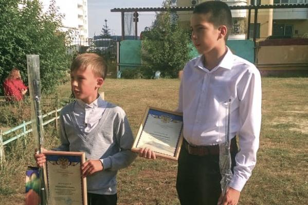 Подростков наградили за помощь в задержании подозреваемого в преступлении