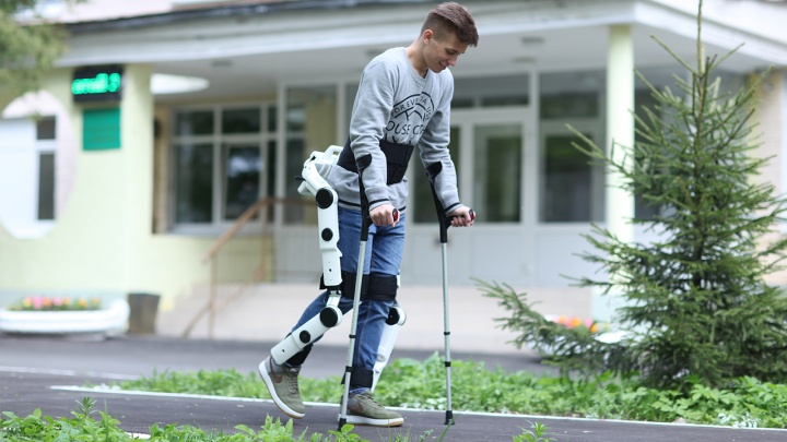 Поставят на ноги: МСП Банк профинансирует выпуск экзоскелетов для людей, лишенных подвижности