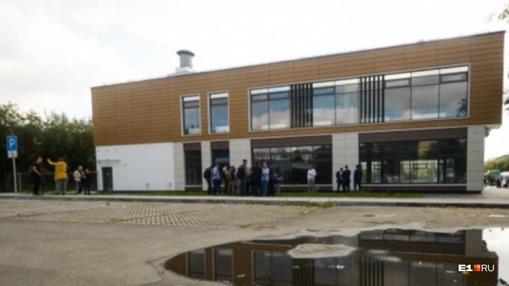 Компания, построившая здание над станцией метро «Бажовская», подаст заявление в полицию на мэрию