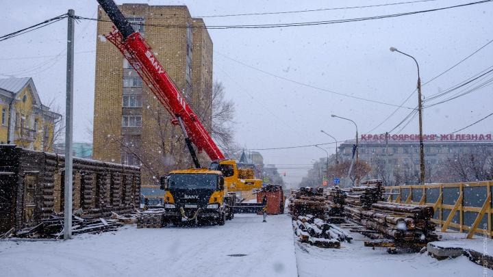 На улице Горького начали разбирать исторические дома ради их масштабной реставрации