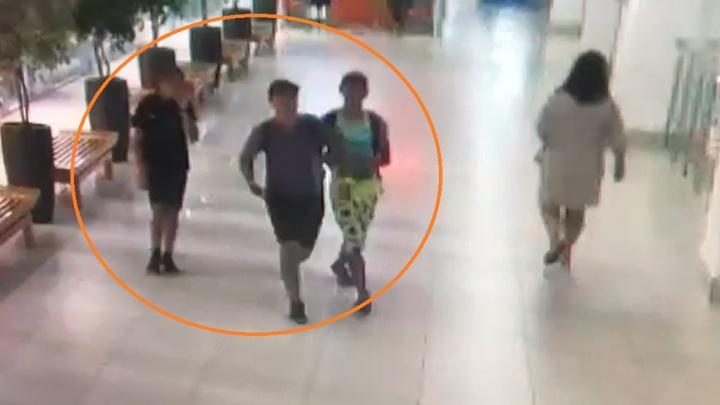 В Волгограде по видео ищут подростков, укравших телефон в ТРК «Европа Сити Молл»