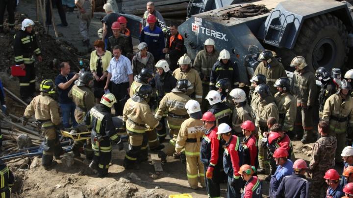 Обвал на улице Ударной: онлайн-репортаж. Как спасатели искали рабочих под обломками здания