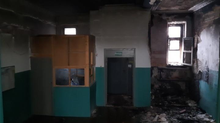 «Наш дом хотят сжечь и снести»: в центре Волгограда рано утром загорелась трёхэтажка
