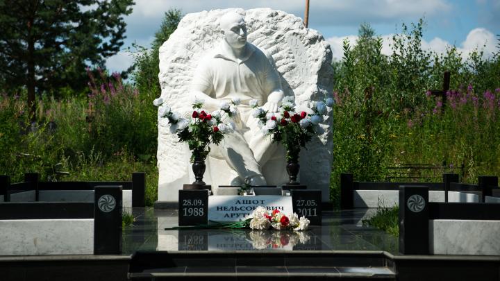 Кладбища с историей: как на Урале взорвали семью прокурора и выстрелом в затылок убили бизнесмена