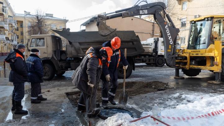 «Детей выводили по скамейкам»: в музыкальной школе в центре Волгограда прорвало трубу с кипятком