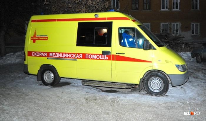 На пожар выезжали медики, полицейские и пять машин МЧС