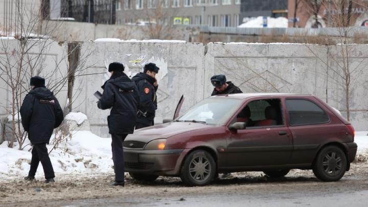 В центр Челябинска стянули силовиков и скорую из-за нападения на торговца валютой