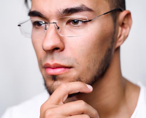 Поклонники современных гаджетов рискуют получить фотохимические повреждения сетчатки глаз
