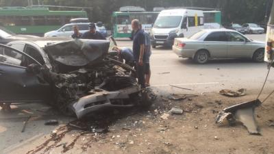 Девушка на «Лексусе» врезалась в троллейбус на проспекте Дзержинского