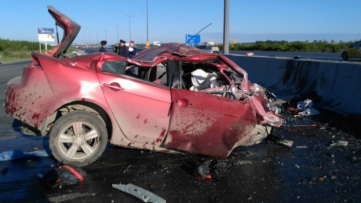 """""""Газ в пол и влетел в отбойник"""": очевидец рассказал, как произошло смертельное ДТП по дороге в Кольцово"""
