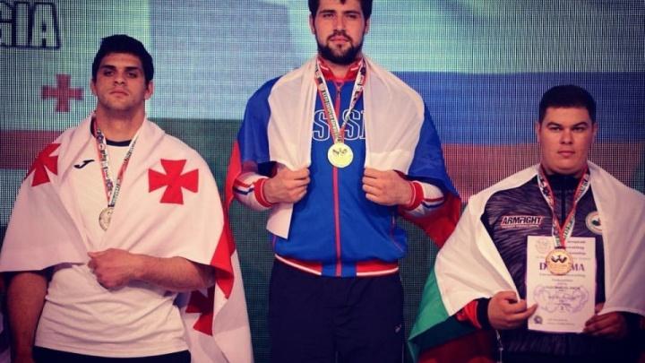 Красноярский армрестлер взял золото и серебро на чемпионате Европы