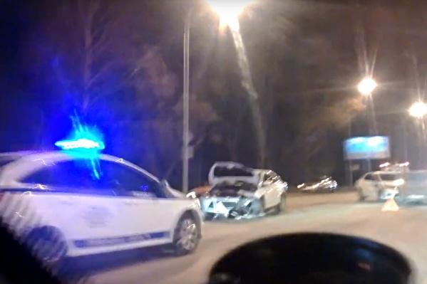 Повредил другие машины, устроил дорожный затор. Хотел проехать побыстрее, но не вышло