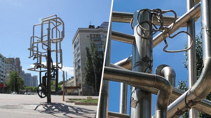Выдрали штурвал «с мясом»: в Самаре вандалы испортили фонтан-памятник водопроводу