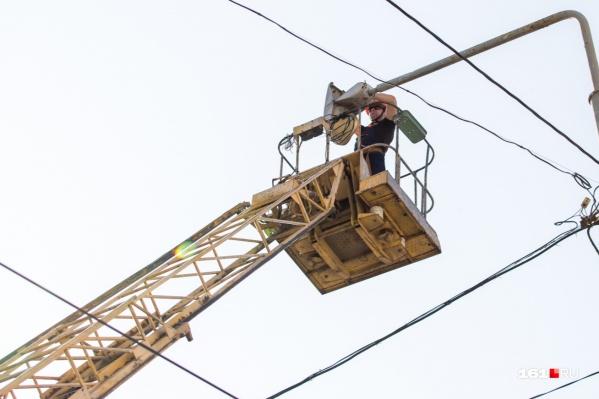Электрики оставят без света множество домов в разных районах Ростова-на-Дону