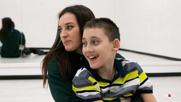 «Не зацикливается, что на коляске»: история Лёши, который после страшного ДТП нашел себя в спорте