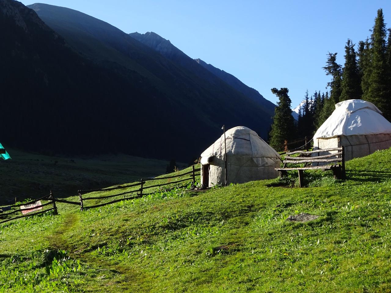 Утро в кампе Алтын-Арашан
