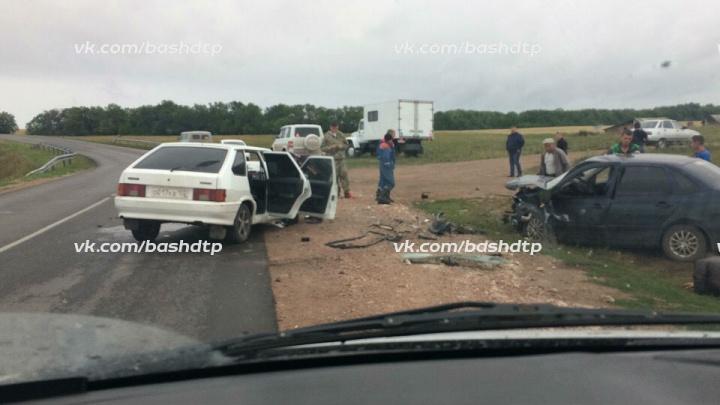 В Башкирии лоб в лоб столкнулись «Гранта» и ВАЗ-2114: пострадали водители