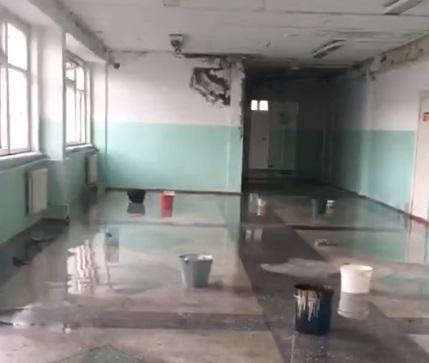 В Омской области к 1 сентября сквозь крышу школы пошёл дождь