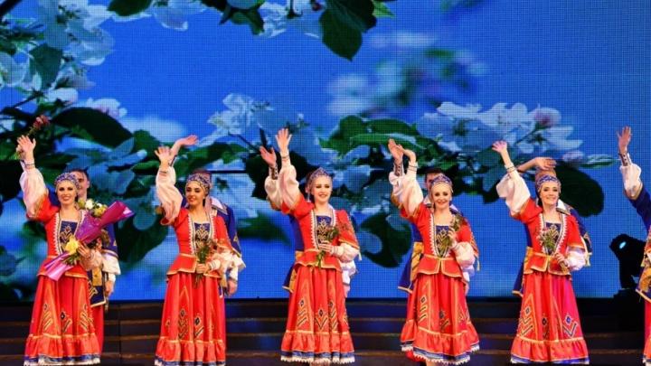 «Бабий бунт» в КНДР: челябинский ансамбль танца «Урал» впервые выступил в Северной Корее