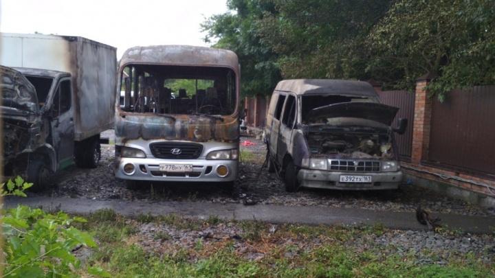 В Советском районе Ростова на стоянке загорелись два автобуса