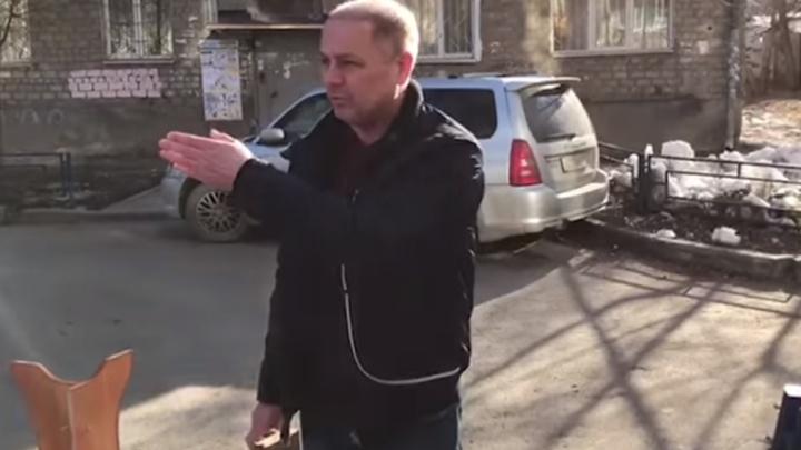 Жители домов на Уктусской заблокировали подъезд к детскому саду
