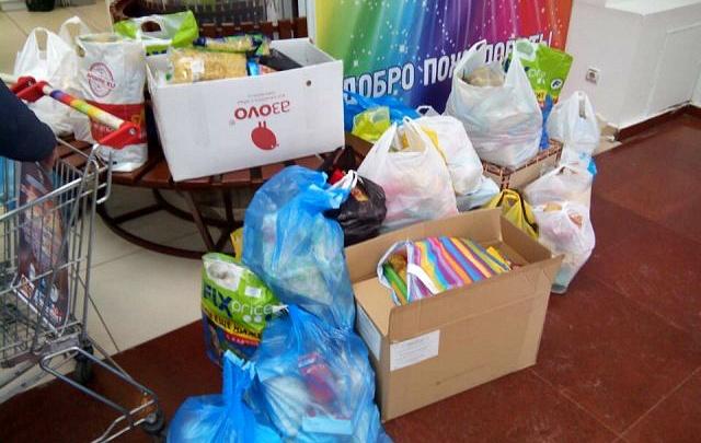 Омичам предложили пожертвовать одежду, книги и крупы бедным семьям
