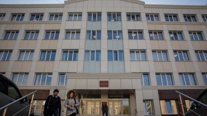 Бывшего сапёра наказали за СМС с угрозой взорвать суд в Новосибирске: штраф он оплатит в рассрочку