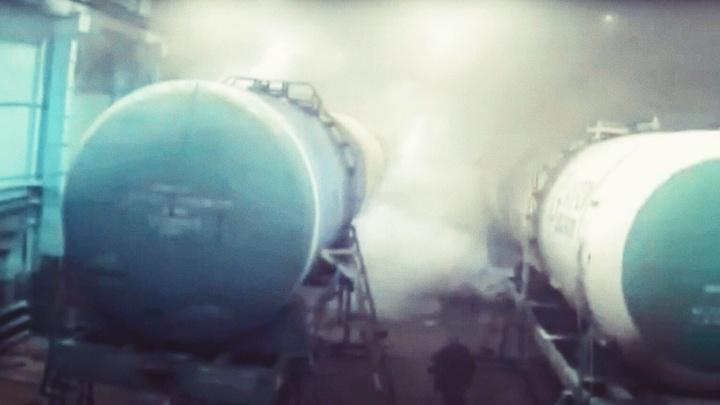В ишимском вагонном депо погиб слесарь: момент взрыва цистерны попал на видео