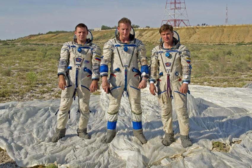 Сергей (в центре) во время тренировки по выживанию в пустыне