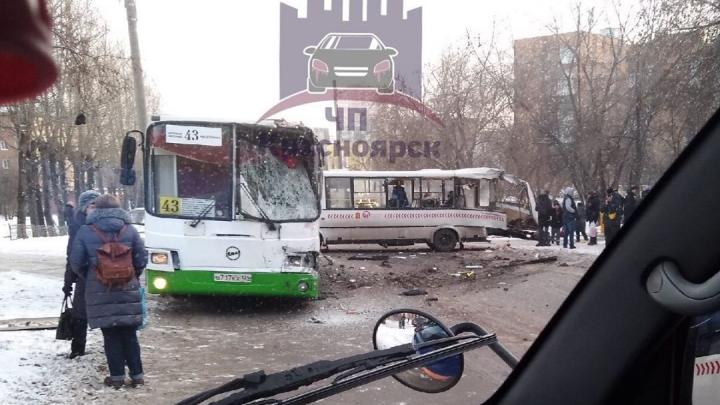 Пазик разворотило после столкновения с автобусом на Крупской