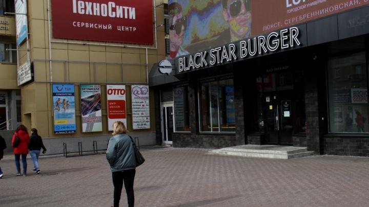 В Новосибирске закрылся Black Star Burger — заведение пустует уже неделю