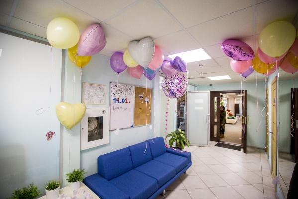 НГС также отмечает День святого Валентина в своем офисе. Фото Александра Ощепкова