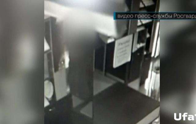 Видео: в Уфе задержали грабителя ювелирного магазина