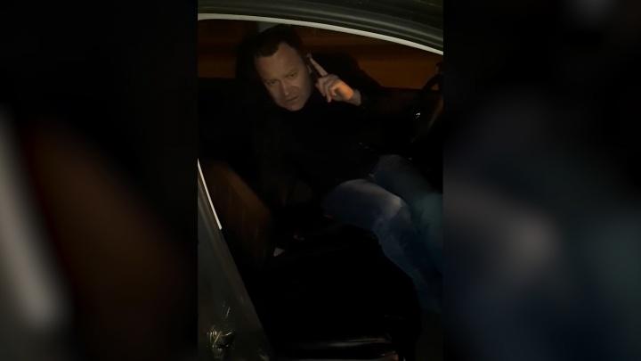 «Кричал, что он офицер»: пьяный пассажир захватил машину челябинской таксистки