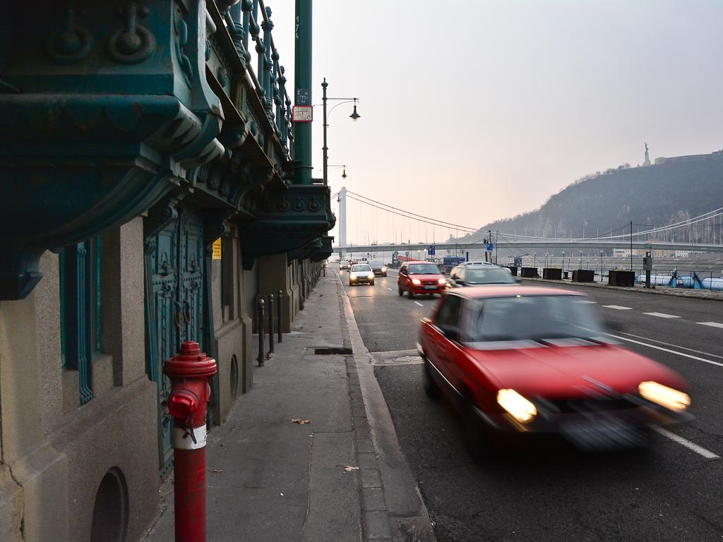 В большинстве городов Европы действуют лимиты 50 км/час, а зона нечувствительности — минимальна