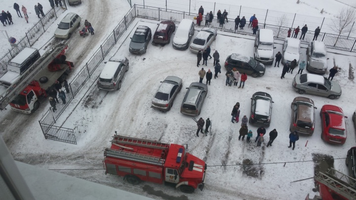 Людей вывели на улицу: в Ярославле загорелась квартира