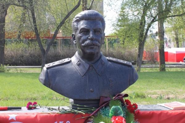 Бюст Сталина поставят на гранитный постамент