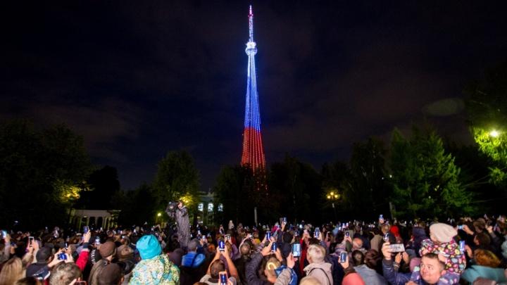 Пять тысяч огней: смотрим самые яркие фото с включения подсветки на челябинской телебашне