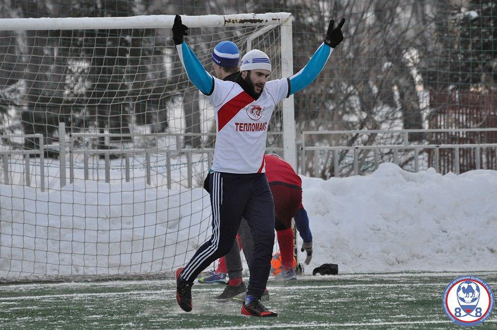 Антон Коновалов в хорошей физической форме — он занимается футболом и иногда играет в хоккей