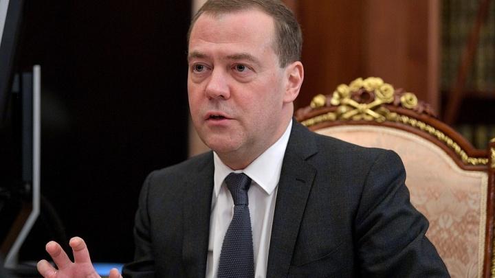 Дмитрий Медведев приземлился в аэропорту Красноярска