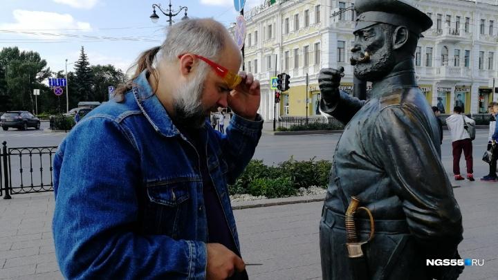 На Ленина отремонтировали статую Городового