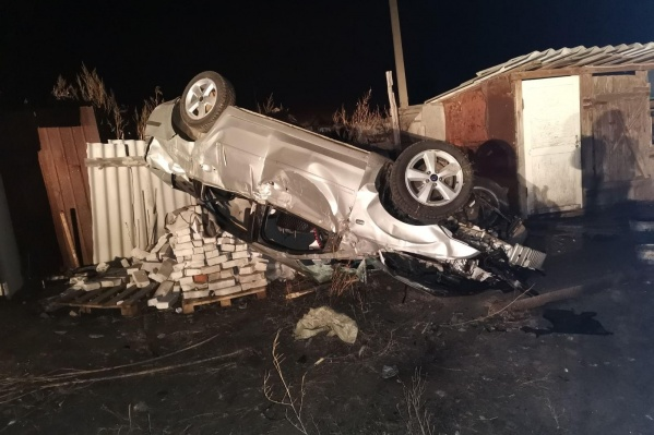Машина приземлилась прямо на кирпичи